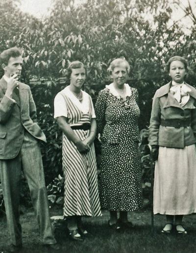 Piet,Bep,oma,-Mary,Hans