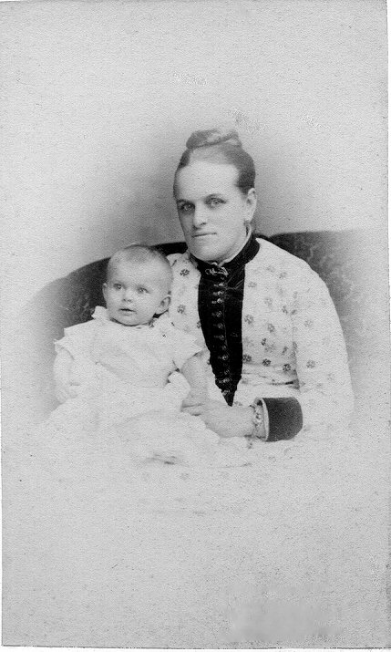 Coby Dumon-Gregory met zoon Nico